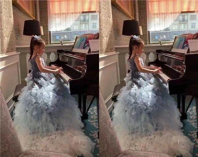 黄奕带女弹钢琴,铛铛穿长裙妆容精致,黄毅清却说周立波