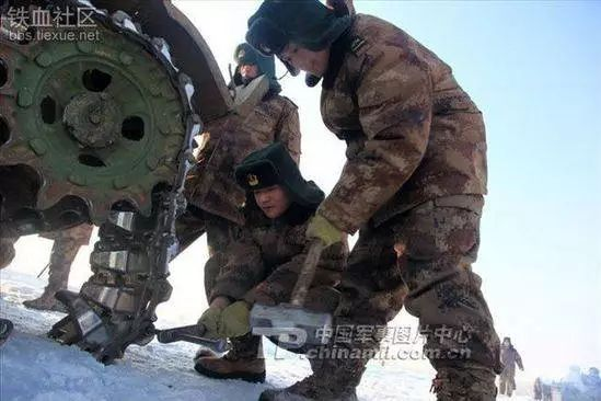 来,看看中国女坦克手都是怎样练成的?这才是当代最牛女司机