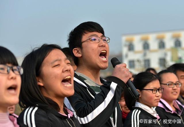 男孩692分考入清华大学,家庭贫困,最奢侈是吃7块钱的烩面