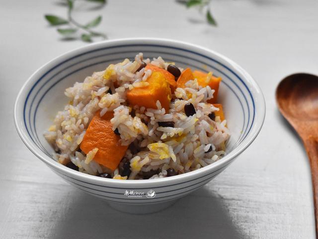 南瓜和红豆这样煮米饭,低糖低脂越吃越香,养胃润肠,家人