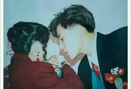 我和妈妈操屄_都是妈妈负责貌美如花 爸爸没有地位 替自己的爸爸抱不平 比如 当我
