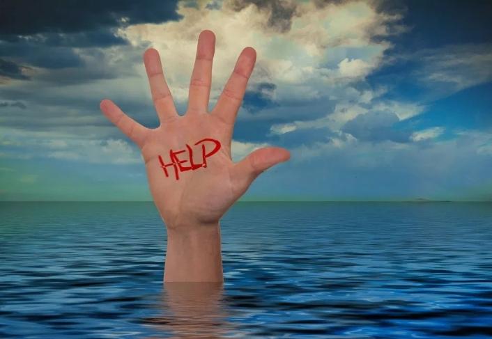 少年跌落水库因这串动作成功救活自己,溺水急救,家长小孩得学会