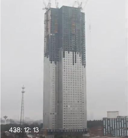 """国内最""""狂""""土豪:仅用19天,盖了一座57层、高200米的大楼"""