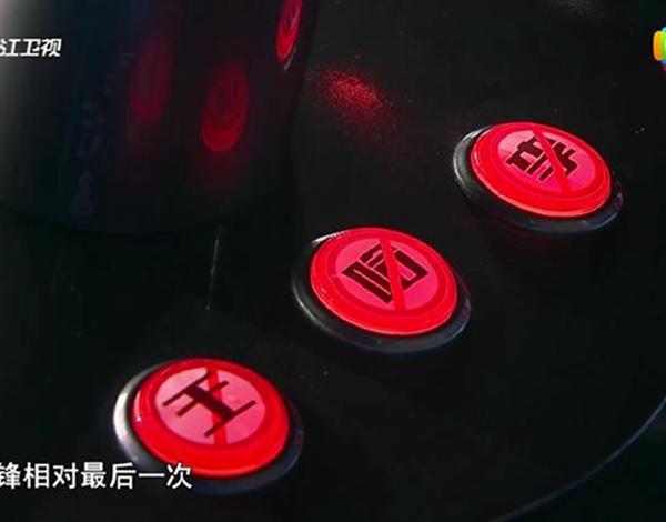 李荣浩《好声音》惨遭闭麦 那英为了抢人也是拼了