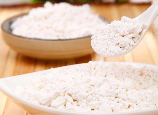 炒菜勾芡时,放淀粉还是放面粉?放错了食物难吃,又浪费营养