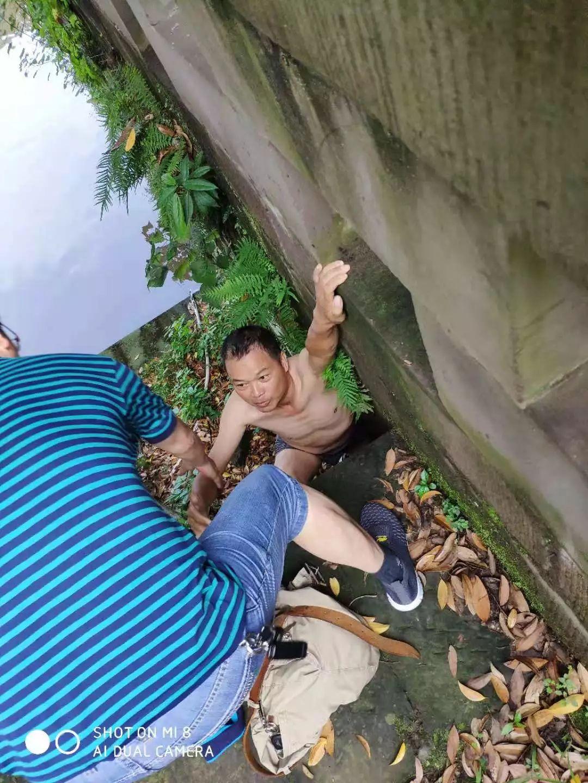 广安西溪河上,58岁的他,急流中救出溺水老人