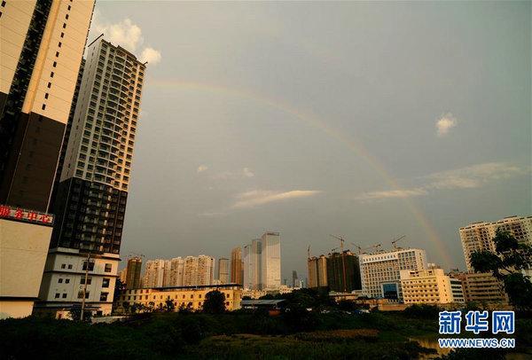 广西南宁:雨后彩虹