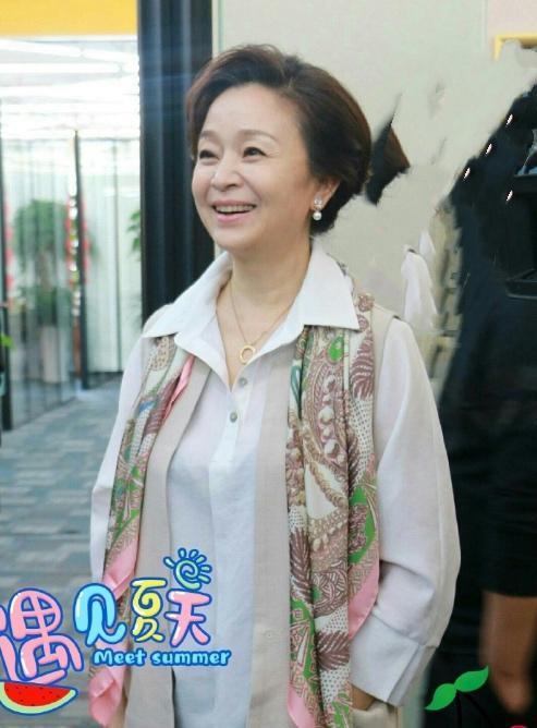 刘莉莉近照曝光,61岁皱纹明显,跟普通老人一个样!