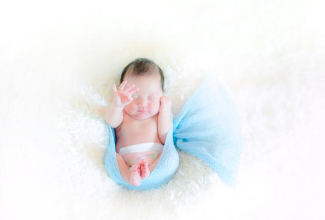 为什么刚出生的宝宝,都是哭着向世界问好?网友:笑了怕吓到你