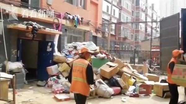 两套房放了19车垃圾 这对母女让邻居忍无可忍