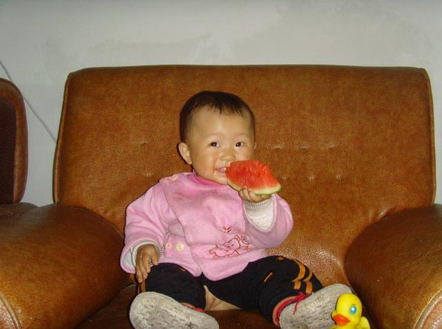 """""""三伏热死人"""",儿科医生:为了孩子健康,再热也别喂3种水果"""