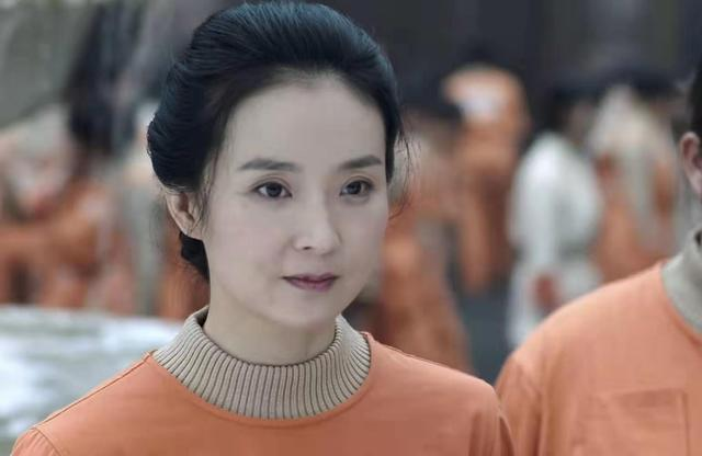 45岁王艳再演戏,素颜掩不住老态,再没了晴格格的灵气!