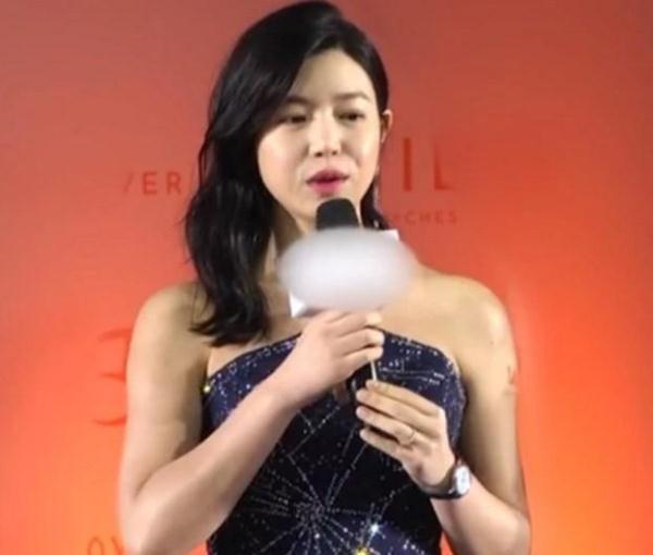 陈妍希没修图的采访照,手臂粗赘肉多,体态臃肿!
