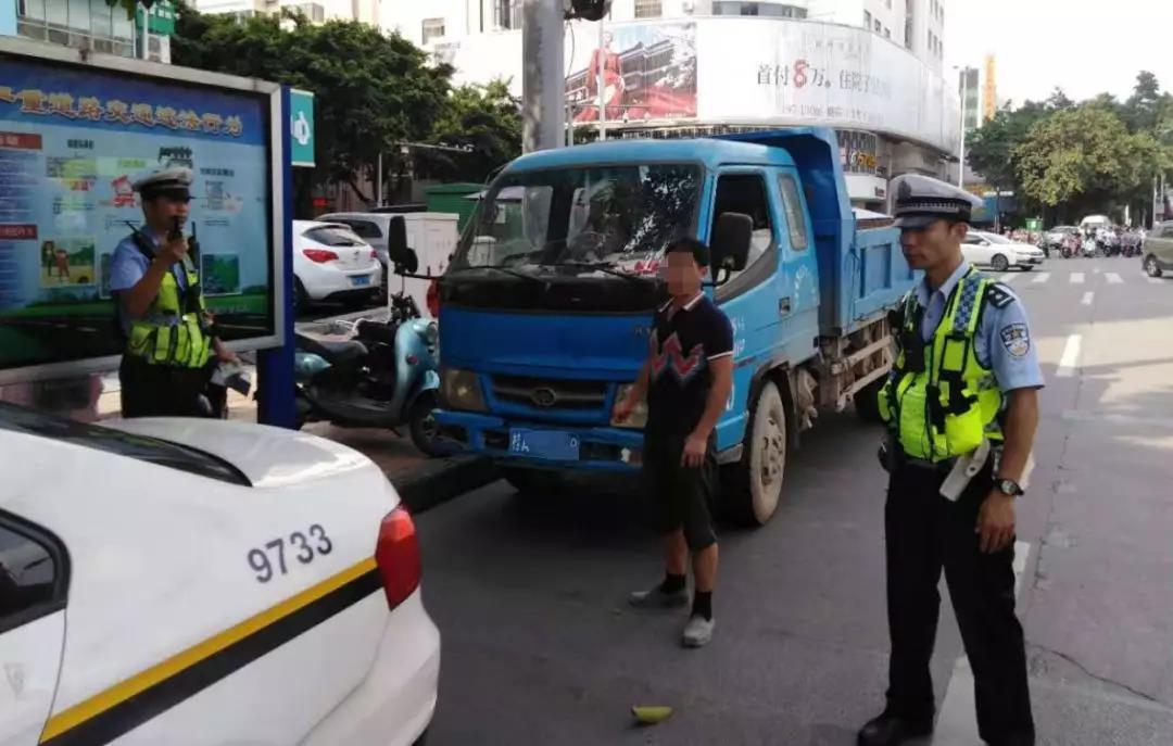 拒检、闯红灯、冲卡 广西南宁一货车司机逃避交警检车被行拘7日