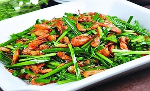 炒韭菜时加一宝,每天吃一点,腰不酸了,腿不软了,血管也不堵了