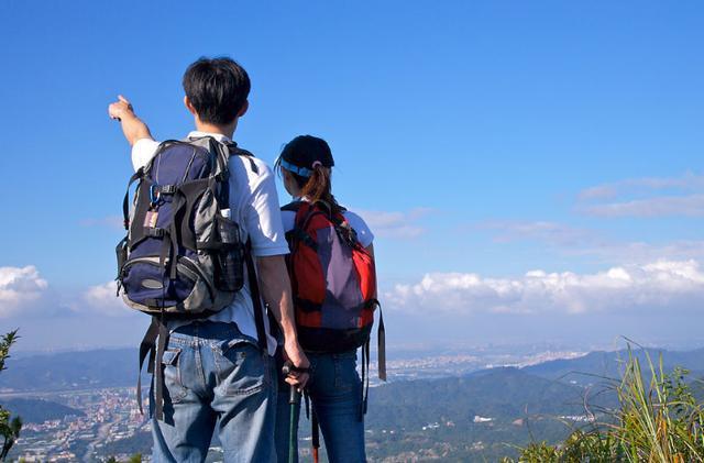 这个夏天,去西藏还是新疆旅游,该怎么选?