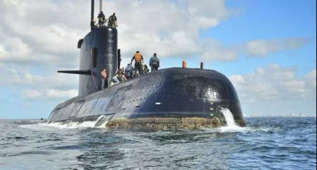 俄罗斯潜艇失事,14名海军人员不幸遇难,但是舰艇却能安全返回