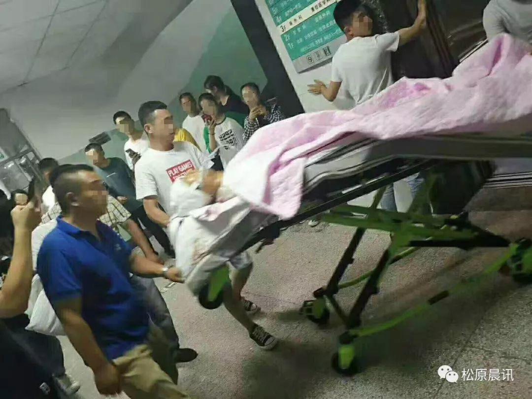 """晨讯头条 ┃网传的骑车受伤学生 现已转诊就医 """"希望好心人帮助一家人渡过难关"""""""