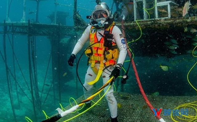 NASA联手美国海军为太空服开发AR显示器