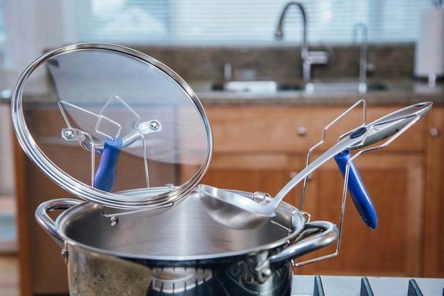 锅盖再脏再油也别怕,教你这样抹一抹,不用洗洁精变得干净无油