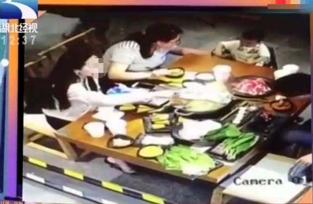 <b>男子请同学吃饭 却被同学丈夫泼火锅 如今伤情十分严重</b>