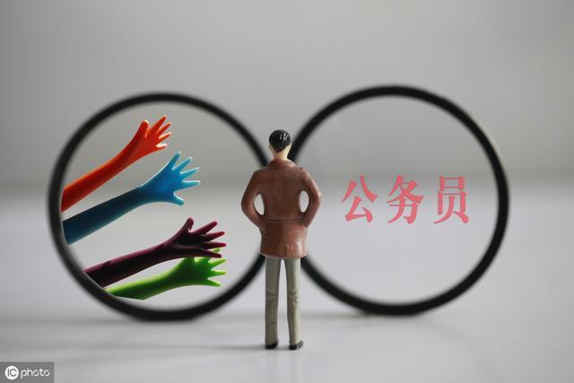 公务员省考和国考哪一个更适合应届生报考?