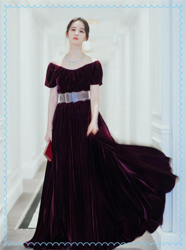 当刘亦菲和倪妮同穿玫红丝绒裙,终于知道仙气和苗条哪个更重要了