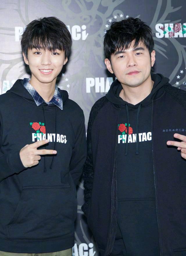 王俊凯现身泰国,被网友偶遇,型男穿搭潮流