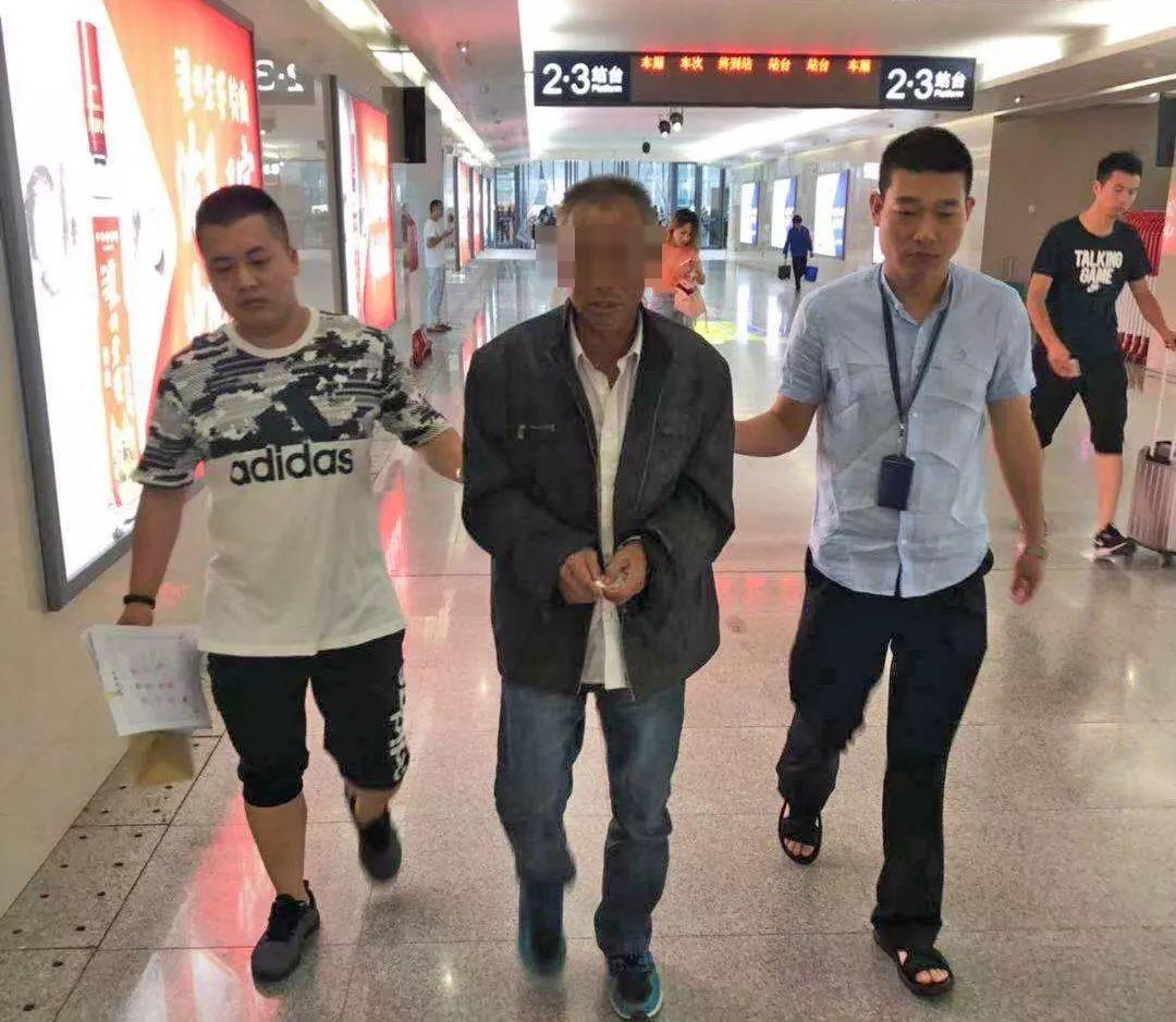 列车上霸座还袭警!一男子被信阳铁路警方依法刑事拘留