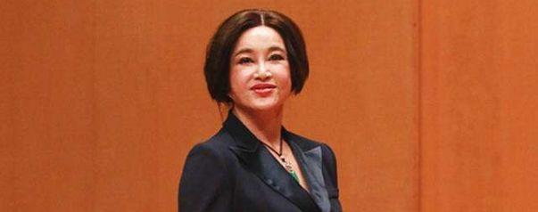 刘晓庆精彩演讲:我是一个五彩斑斓,呼啸山林,吃肉的老虎,太精彩了!