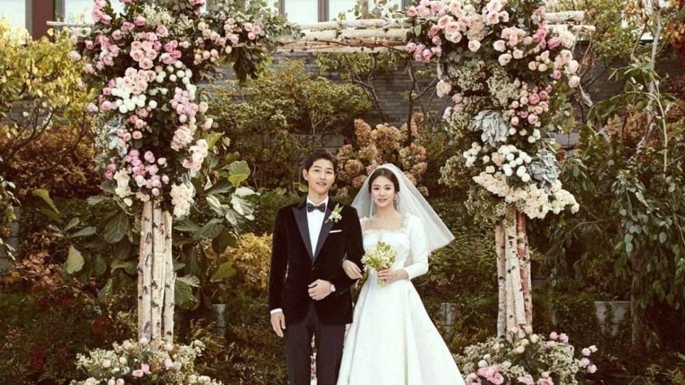 宋慧乔方回应承认已离婚,删光社交平台所有与宋仲基有关的合照