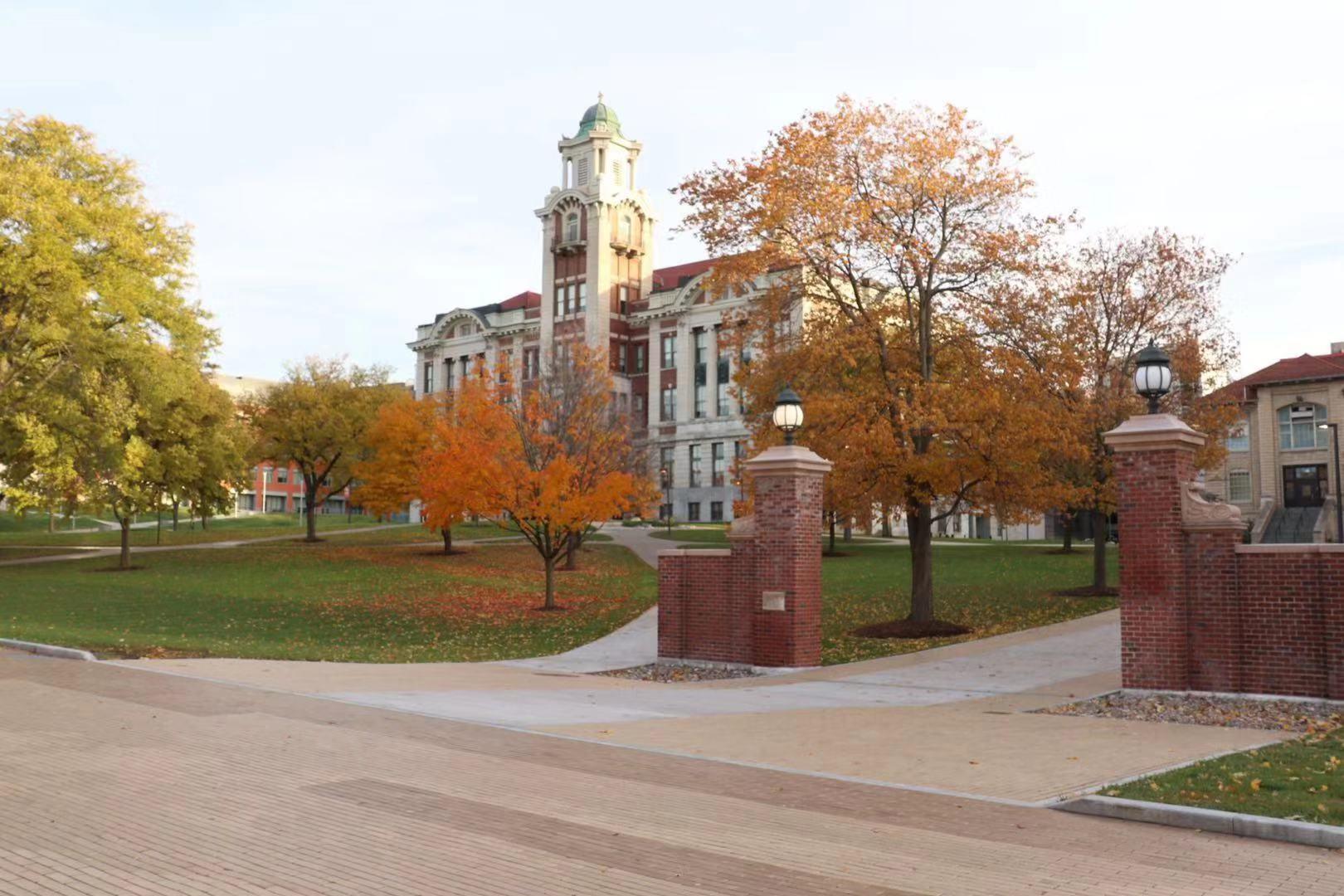 美国留学压力大,看看美国这些提供奖学金最多的大学!