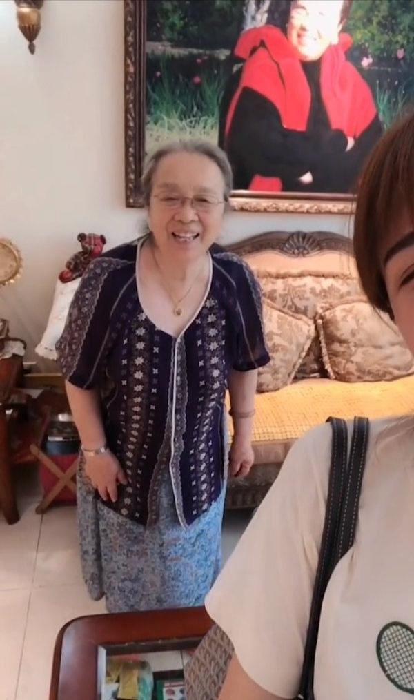 83岁容嬷嬷李明启近照曝光,豪宅奢华,与孙女互动频繁
