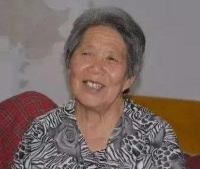 老母精心照料瘫痪儿子38年续写生命奇迹