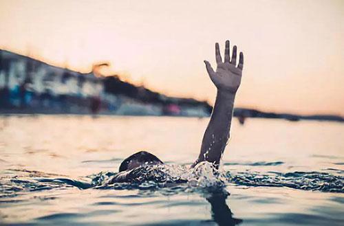 吉林省16岁少年被大连海浪卷走!不会