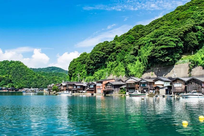 京都也有海!静谧海湾里的京都伊根舟屋_天桥