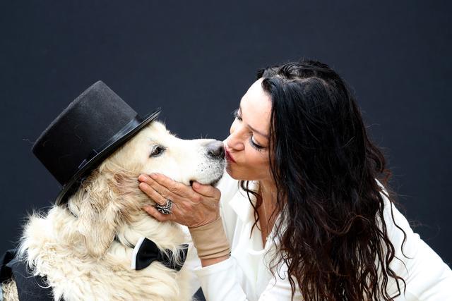 """220次约会后前模特死心了,她即将""""嫁""""给一条宠物狗"""