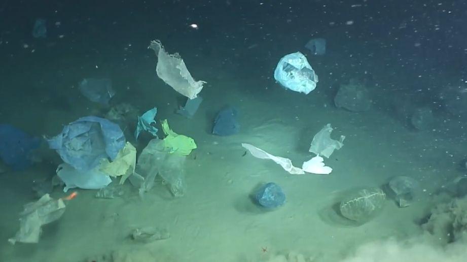 """震惊!""""深海勇士""""号在海底发现了一个巨型垃圾场......"""