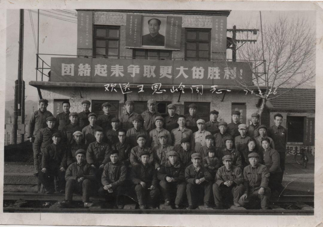 狠狠撸在纽olzfh�f/Z�p_1923年1月1日,平绥铁路通车,这个建在小村边的火车站当时被称为 镫口