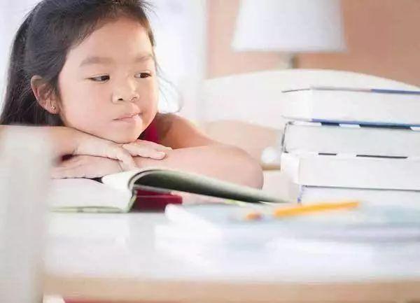 孩子长大后缺乏安全感,多半因为父母的这3种行为,现在改还不晚