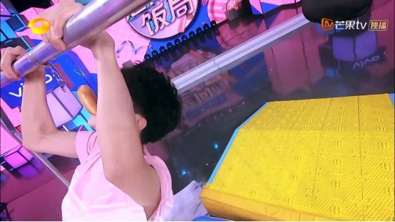 原创 《快本》黄晓明真的输不起!明明输了,却说自己在让着王俊凯!