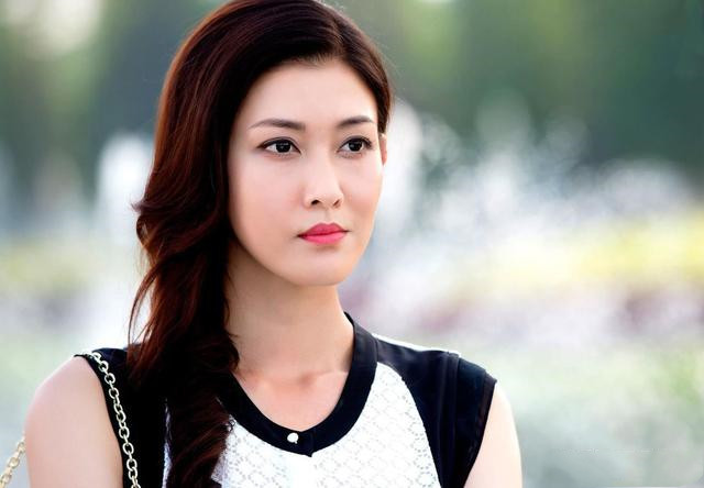 36岁李彩桦近照曝光,脸部僵硬大变样,这样的艾莉还有诱惑图片