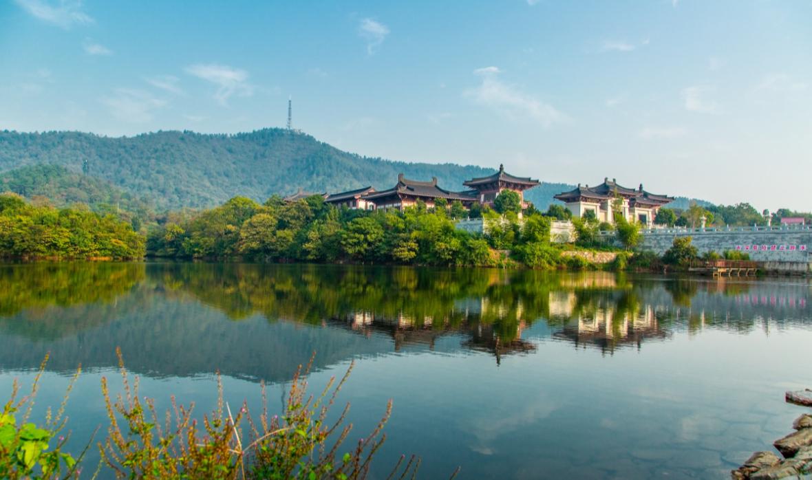 它是我国文房四宝之乡,山川秀丽旅行地