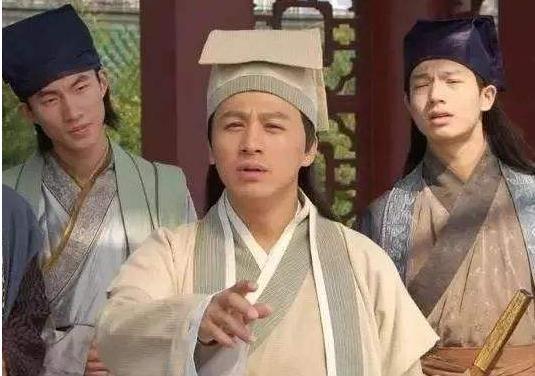 乾隆让刘墉跳湖,刘墉回来对乾隆说了个名字,他为何立即改变主意