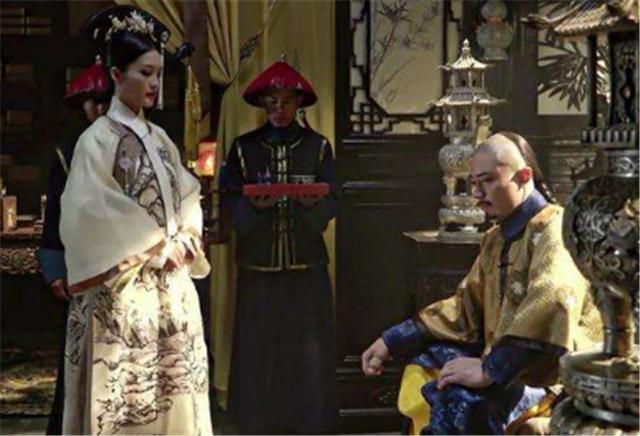 <b>她嫁康熙时,身份卑微,靠儿子成皇贵妃,还开创清朝一先例</b>