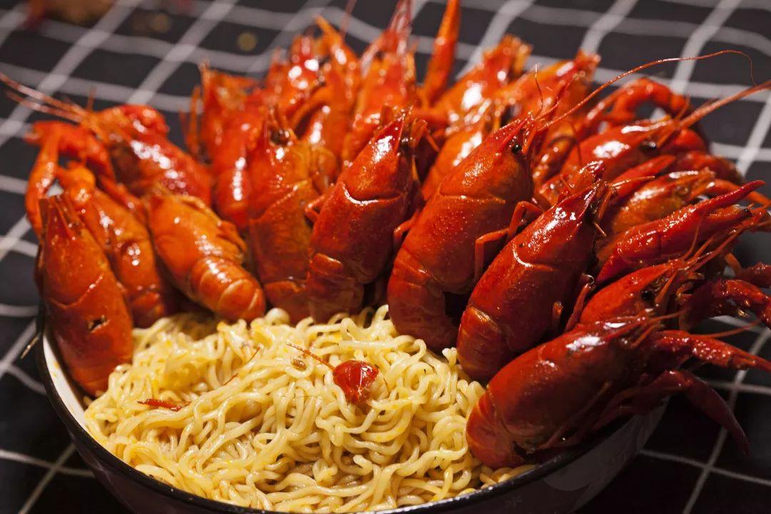 南阳首家即食类小龙虾,一经推出即成爆款,2.7斤仅需68元