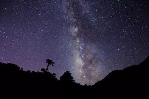 (21:00-23:00) 漫天星河在头顶静谧流淌 仰望星空,此心无垠 星垂平野