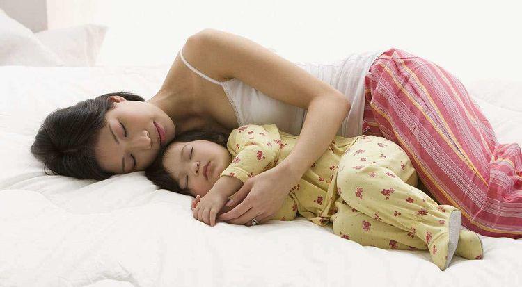 <b>孩子分房睡的最佳年龄是?过早过晚都不好,也不利于孩子健康成长</b>