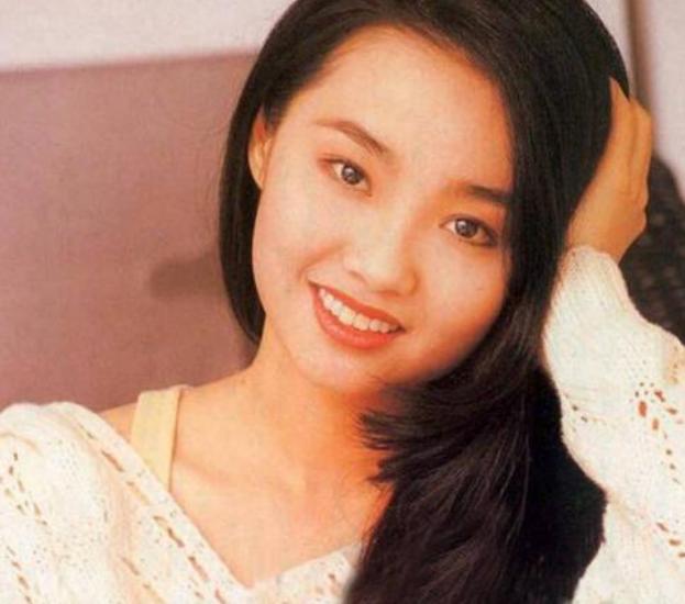 张智霖前女友发文庆49岁生日,素颜出镜显清纯,自称像是19岁 作者: 来源:会火