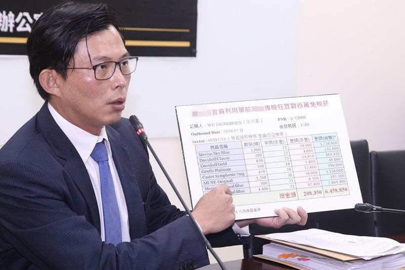 """随蔡英文""""出访"""",""""吴宗宪""""走私143万元香烟"""